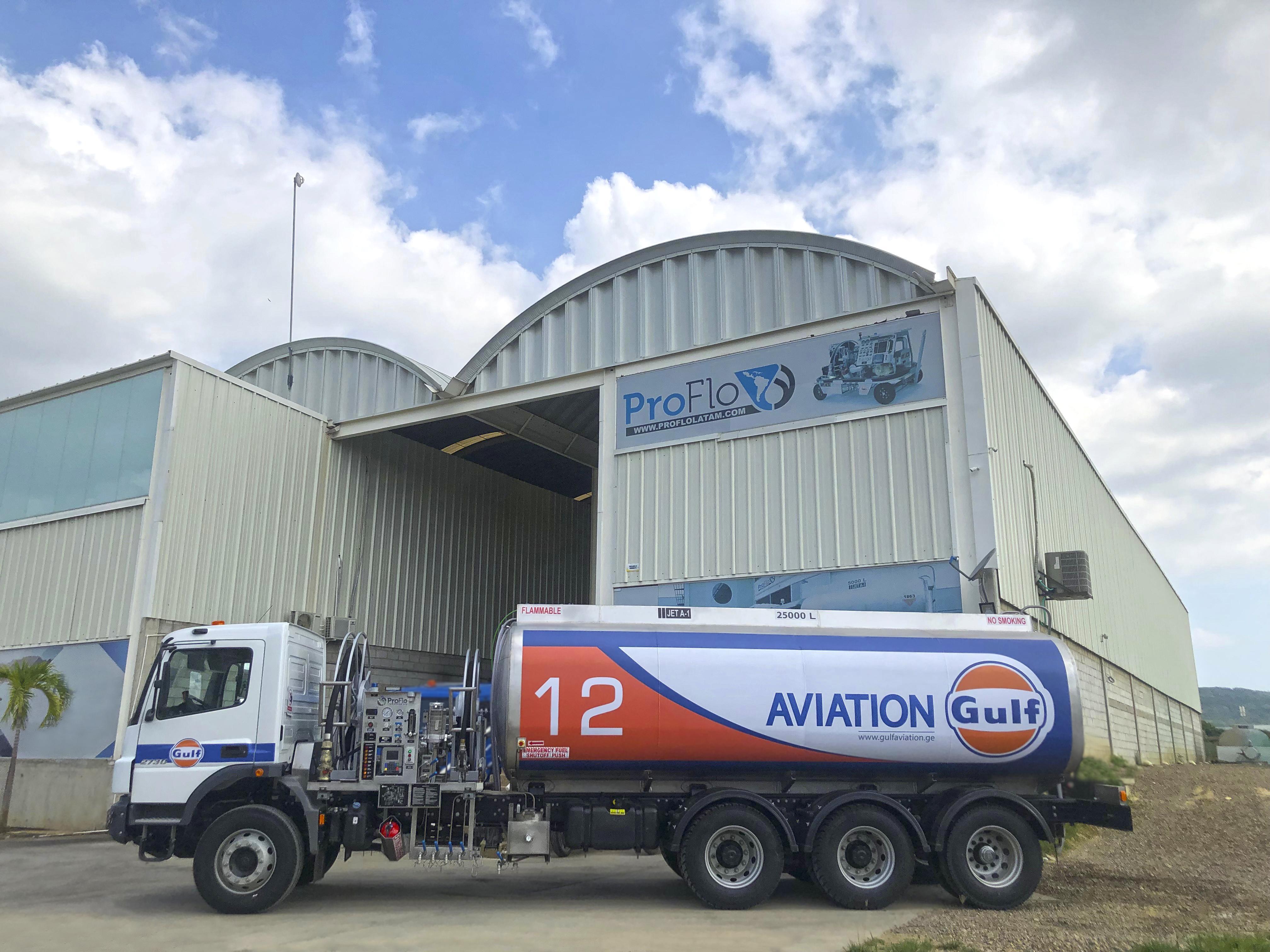 Nuevo refueler Jet A1 de 25.000 litros (6.600 galones)